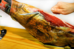 How to cut the Spanish Pata Negra ham
